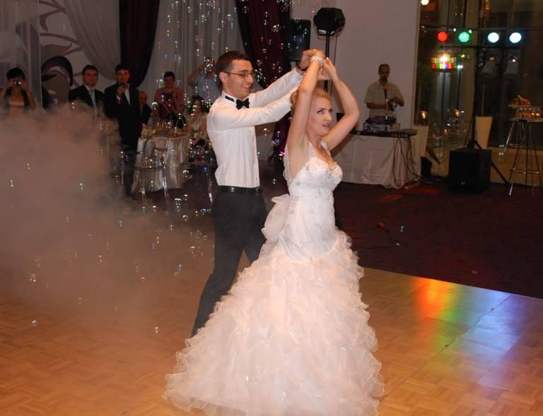 laura jimmy cursuri dans nunta