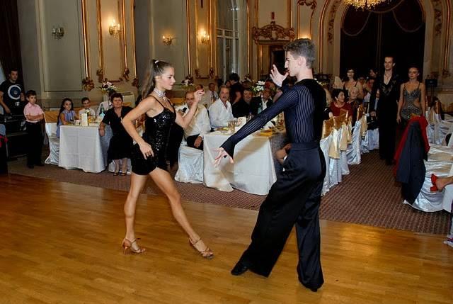 dansatori show-uri